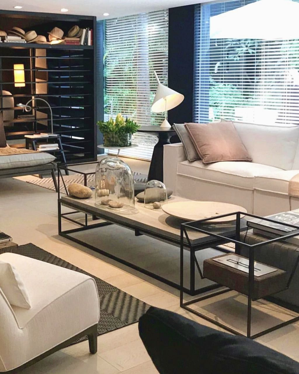 change your living room decor on a limited budget in six steps rh pinterest es how to decorate your living room for a wedding how to decorate your living room on a budget