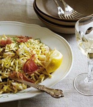 Pasta with prawns, leeks and lemon