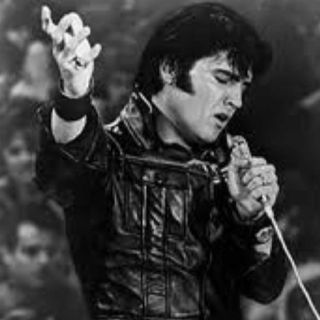 Elvis clad in leather for his '69 comeback special! Gorgeous