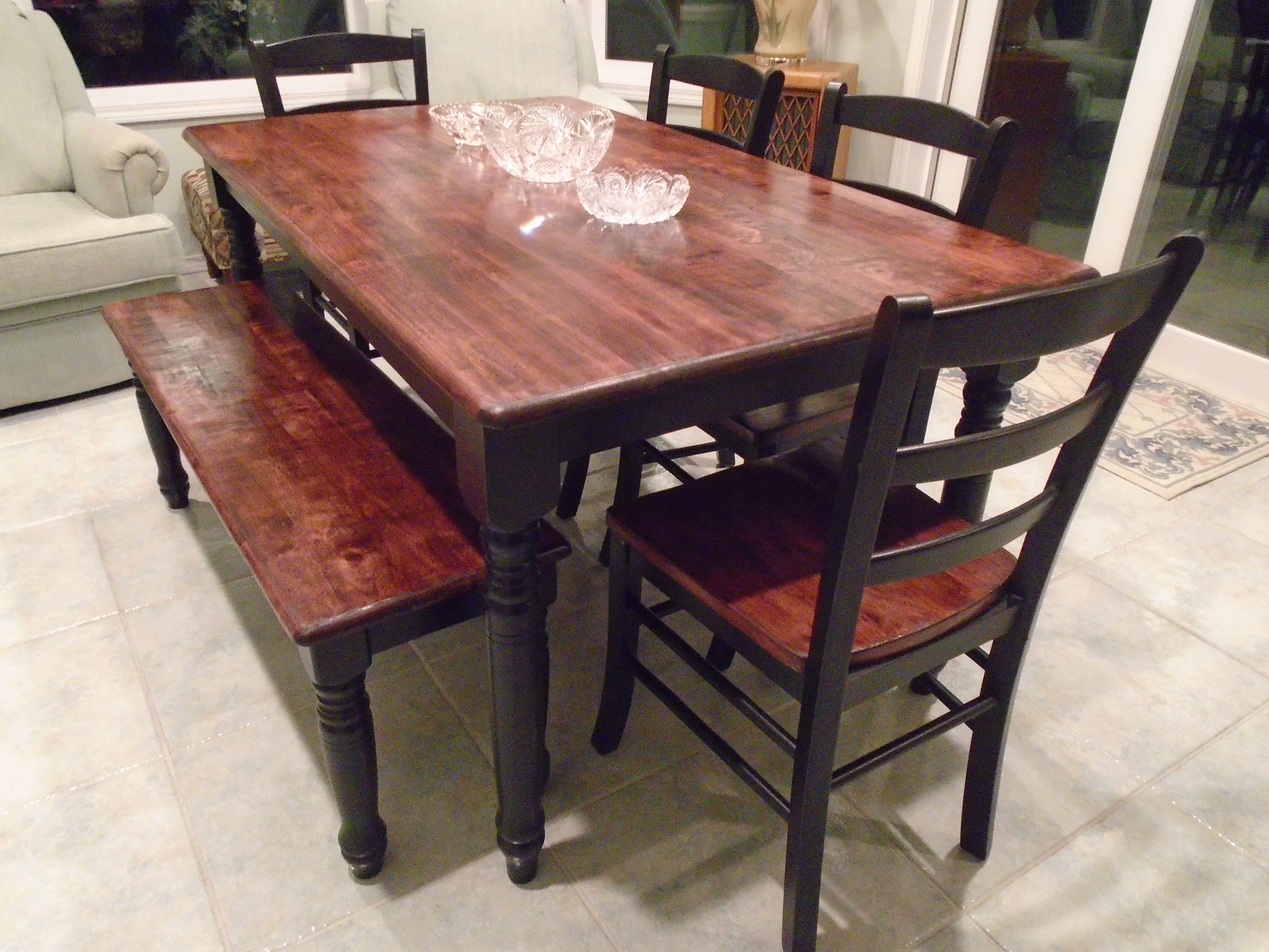Painted farmhouse table and chairs - Rustic Farmhouse Table Brown Stained Top Black Painted Legs 4 Black Chairs Brown