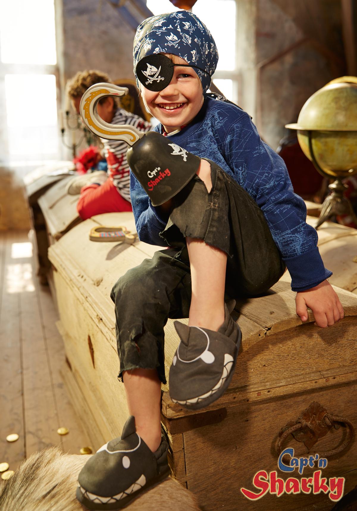 piraten verkleidungs utensilien von capt 39 n sharky capt 39 n sharky pinterest piraten kinder. Black Bedroom Furniture Sets. Home Design Ideas