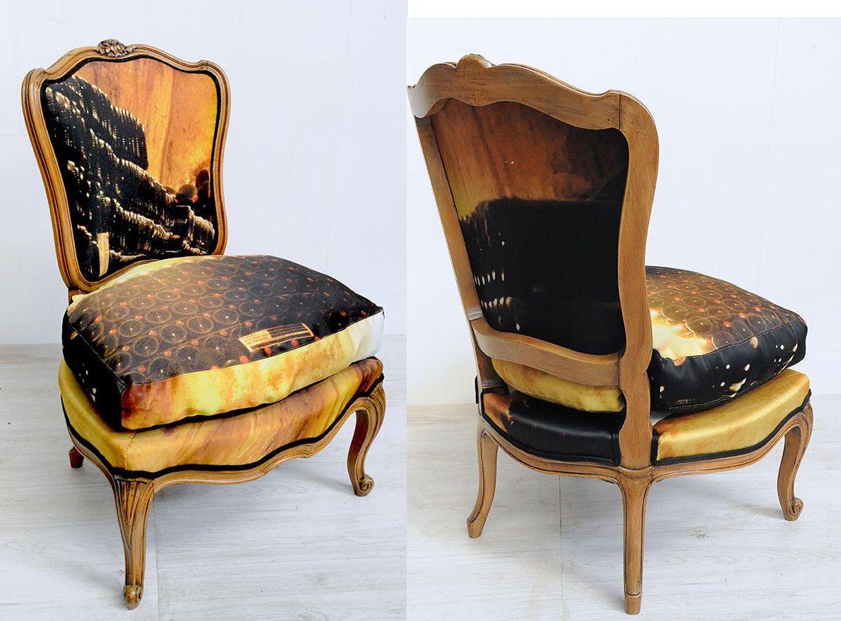 style voltaire habill e de b che publicitaire par atelier d 39 co solidaire seating 2 luv. Black Bedroom Furniture Sets. Home Design Ideas