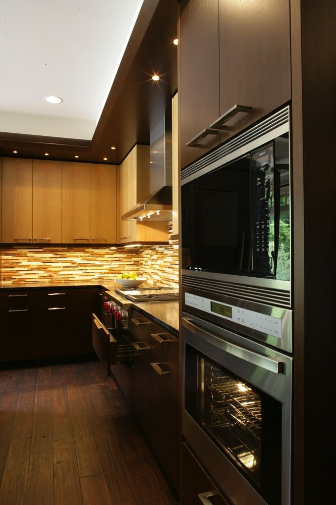 dual ovens by wolf duo tone modern cabinets slim horizontal tile rh pinterest com Vertical Glass Tile Backsplash Horizontal Blue Tile Backsplash