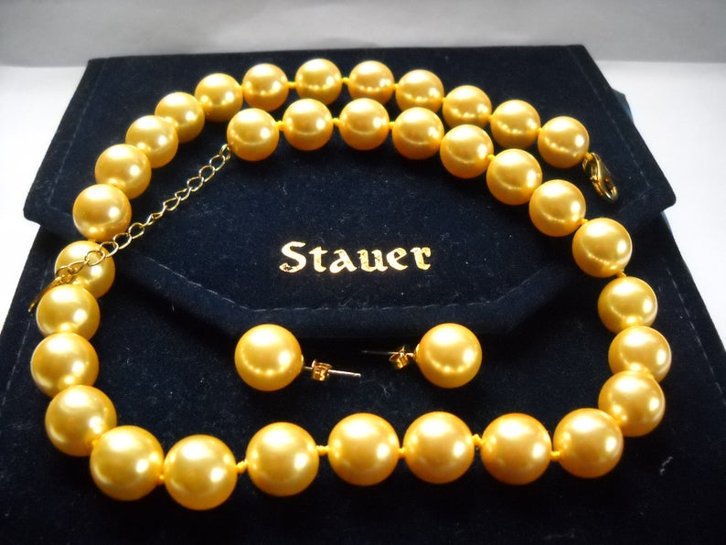 Vintage Fifties Creamy Golden Pearl Necklace  Mid Century Classic Jewelry  Bridal and Prom Vintage Style