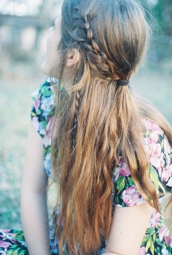 Fab New Boho Hairstyles: Looking for the latest casual, Boho hairstyles with an individual twist? Then you must see these fabulously feminine new Boho hairdo's! Bohemian style, as it was originally called, was always a fashion style linked with relaxed and original hairstyles, clothes and accessories. It was a 'natural' look even before natural, rural …