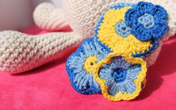 Perfect gift for a new baby boy! The details are in the flowers - Crochet amigurumi bunny / stuffed animal Flower door BoxOfBeasts
