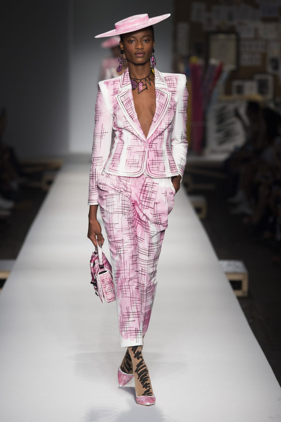 cee27ffb0 See All the Looks from the Spring 2019 Moschino Show