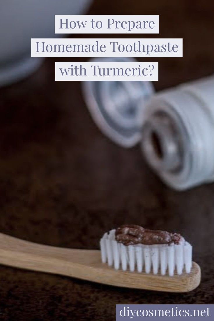 How to prepare homemade toothpaste with turmeric