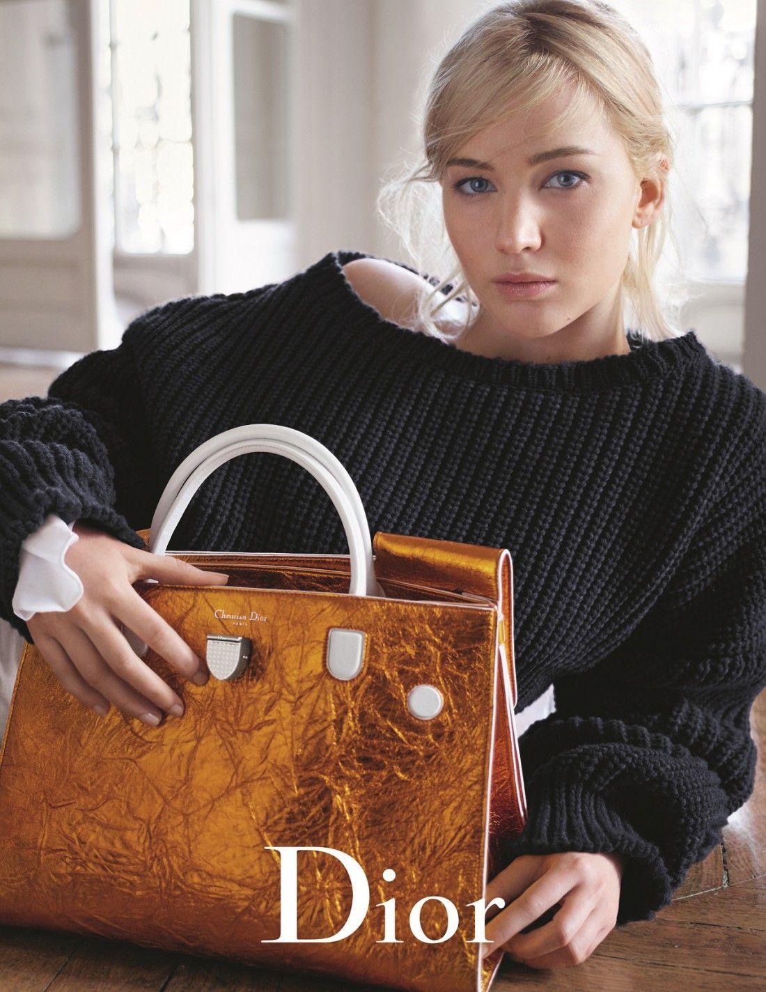 L actrice et égérie Jennifer Lawrence sera l image de la nouvelle campagne  Dior Printemps-Été Photographiée par Mario Sorrenti dans le cadre d un ... 38a9fe7aa71