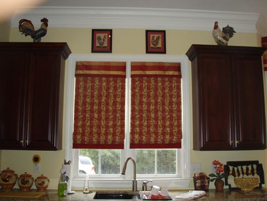 Curtain Valence Hung Inside The Window Frame In Kitchen To Coordinate With Bay