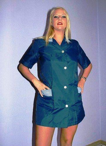 Jolie jeune femme en blouse de nylon | Kittel | Pinterest