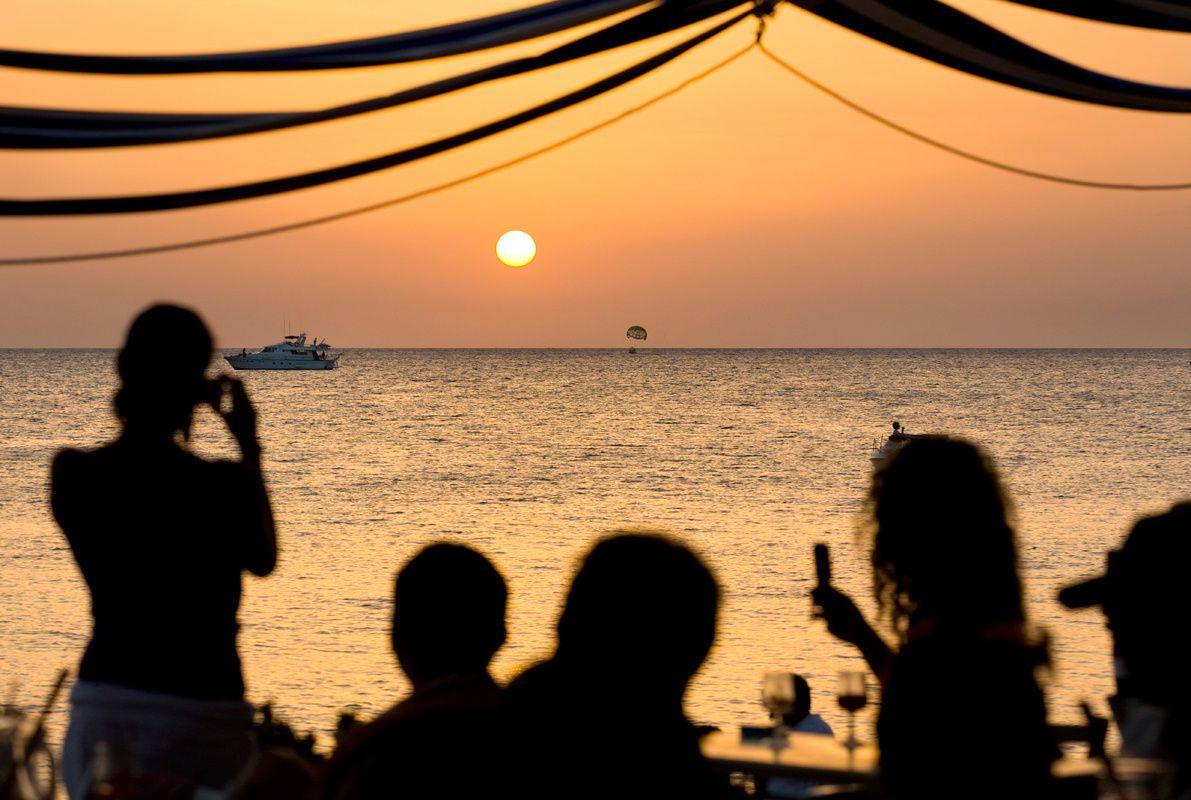 DESTINOS ADULTS ONLY: LOS MEJORES LUGARES PARA IR SIN NIÑOS: Ibiza y su vida nocturna (España)