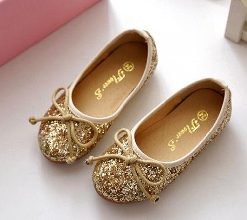 Girls flat shoes, color available ivory and light pink   Its true size.  If you are not sure your children size, please measure the feet of your children.  The shoes is made to order.  Normally...@ artfire