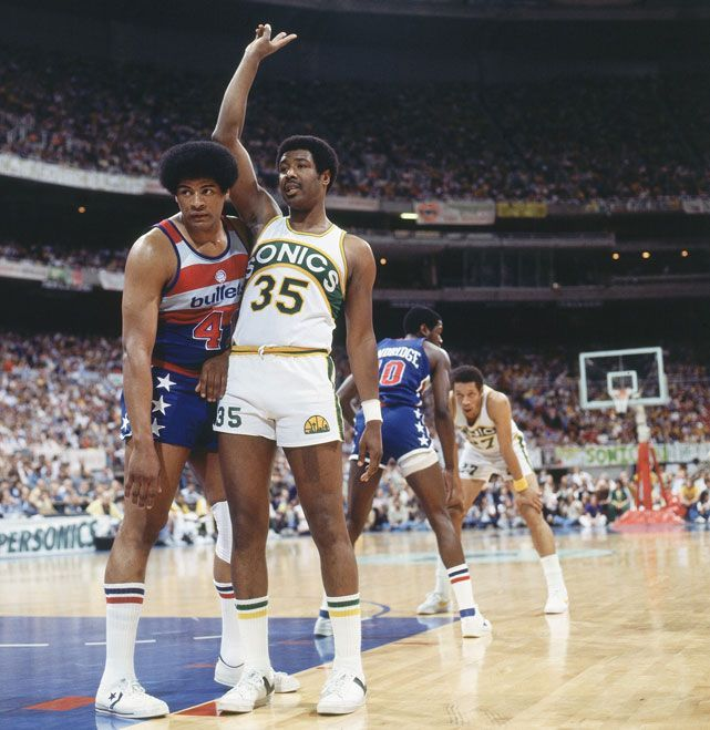 Wes Unseld (43) guards Paul Silas during a 1978 Bullets-Sonics game.... |  Nba stars, American sports, Nba champions
