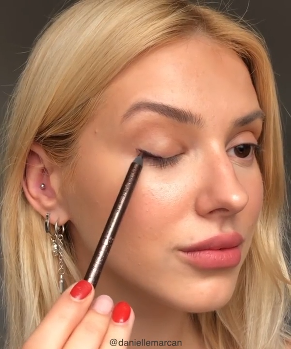 SIMPLE MAKEUP TO COMPLETE YOUR EVERY DAY STYLE