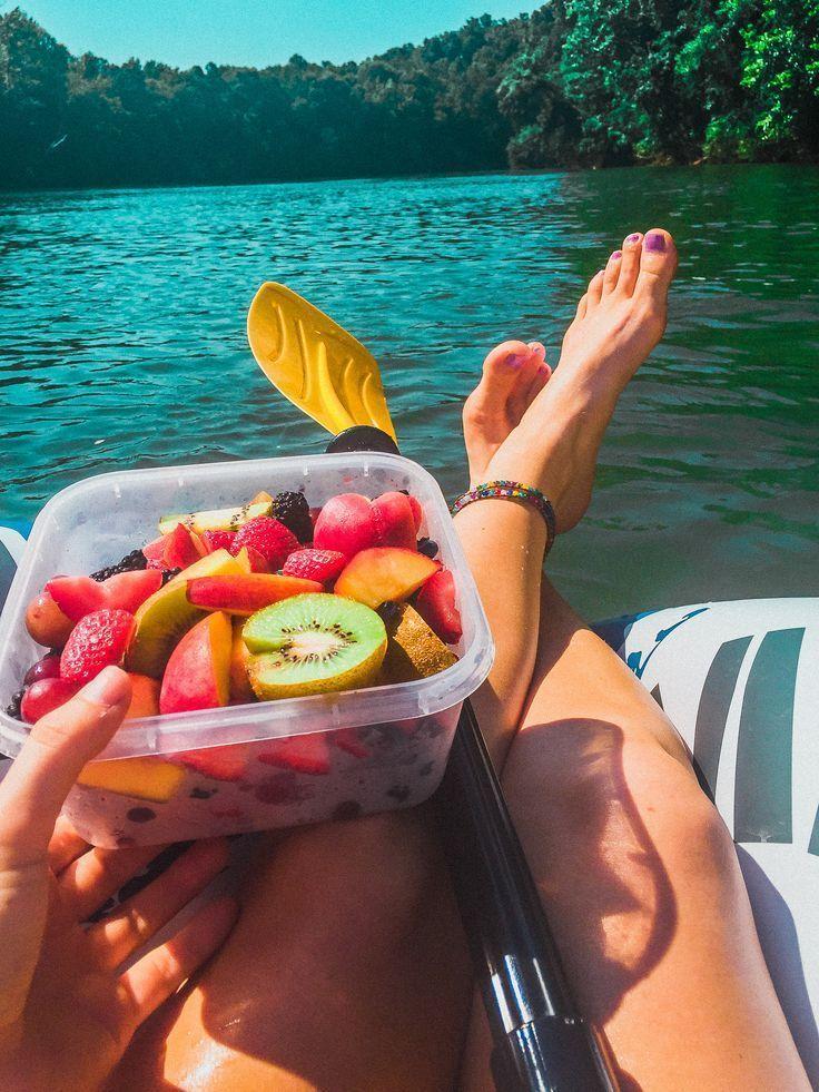 Mit frischen Früchten den Fluss hinunter treiben! Geht es noch besser #summerswimwear