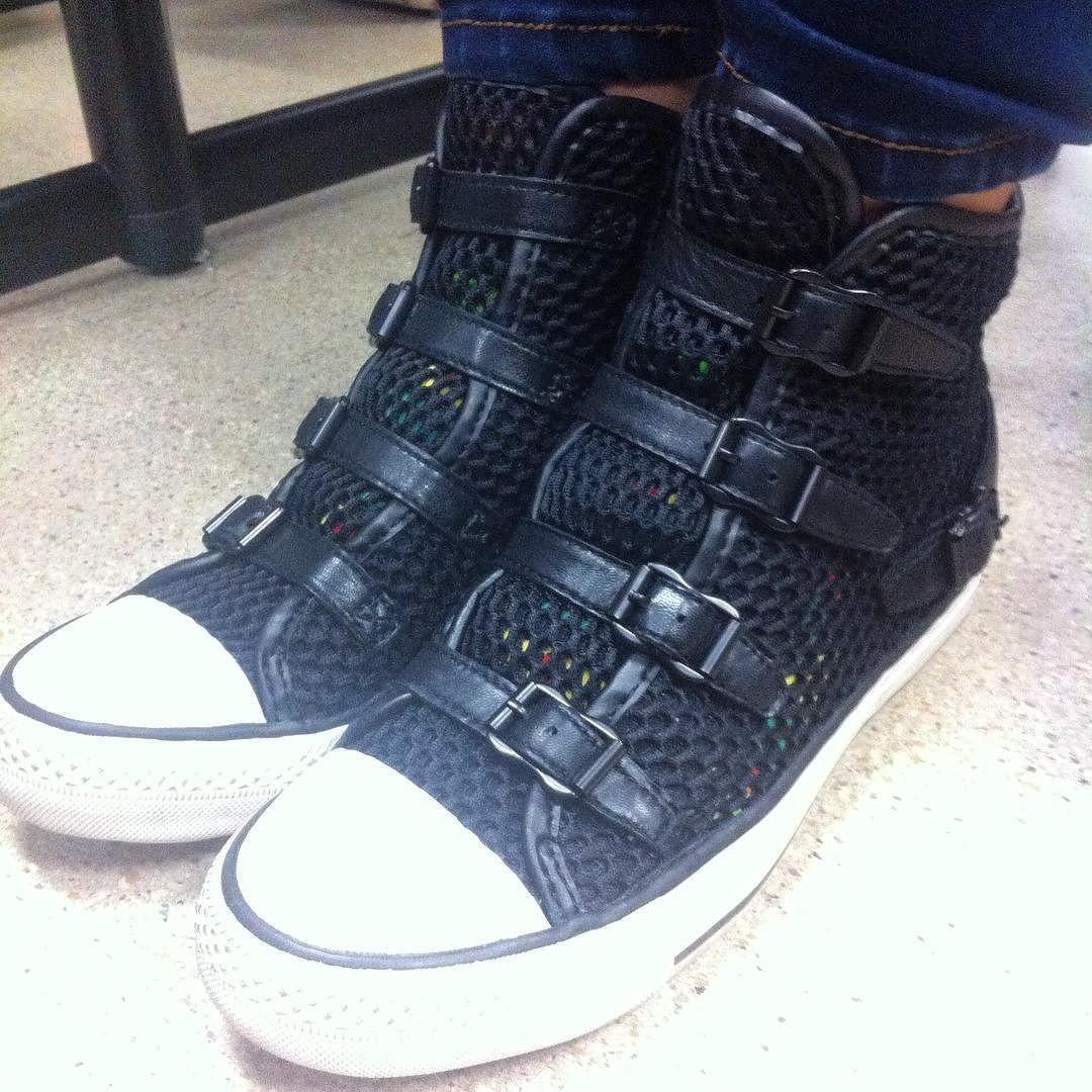 #campusfashion  trend: hightop sneakers #trendy4tmrw #styleblogger #streetstyle #fashionblogger #fallfashion