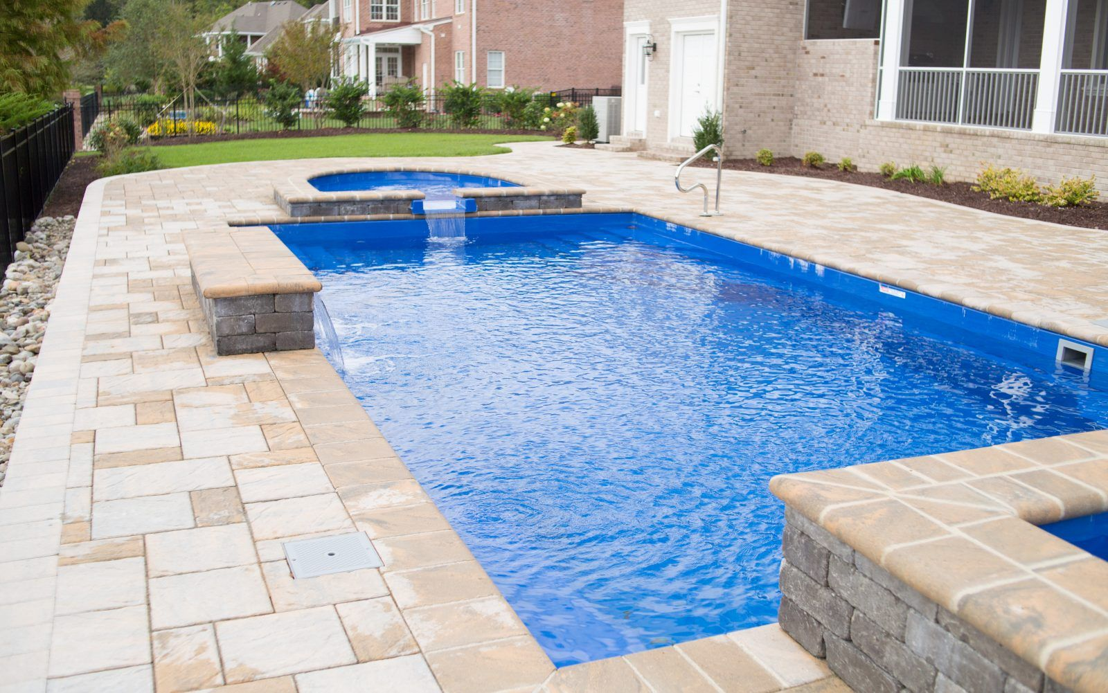 Add some height to your pool deck by incorporating walls that can be ...