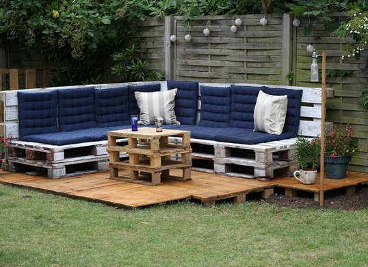 9 Creative Ways to Build a Backyard Hangout | Meuble en palette ...