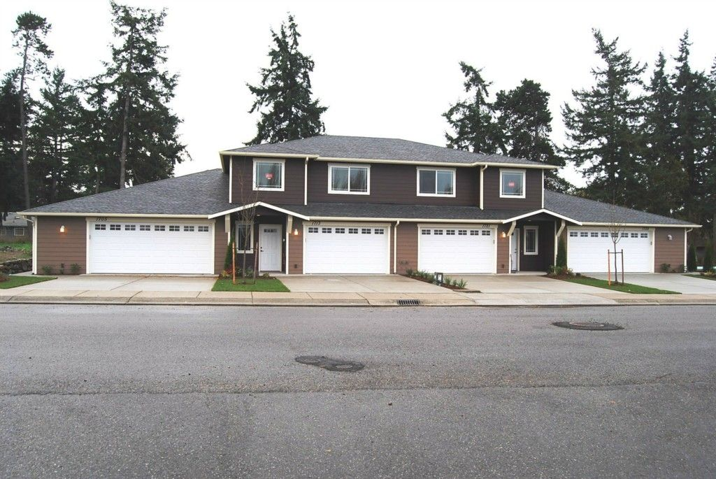 New Construction 1 Story Town Home Efficient Open 2 Bedroom Floor Plan Makes The Most Of The Square Footage Front Land Oak Harbor Home House Styles