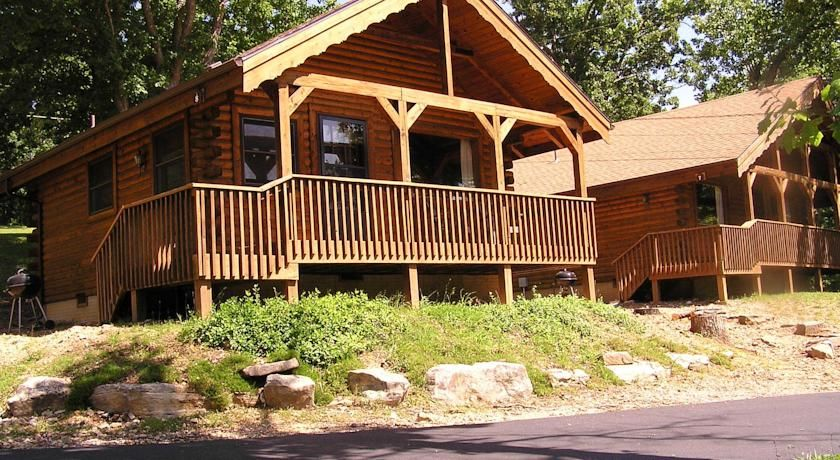 Groovy Table Rock Lake Resort In Lampe Offers Lakefront Log Cabins Beutiful Home Inspiration Ommitmahrainfo