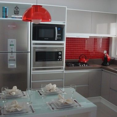 Cozinha com pastilhas vermelhas  no site da Página Popular
