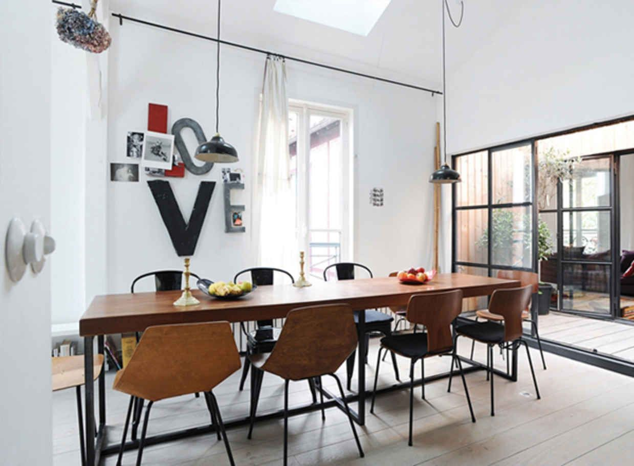 Like table & chairs, cool windows - possible divider between living room and dining room areas?