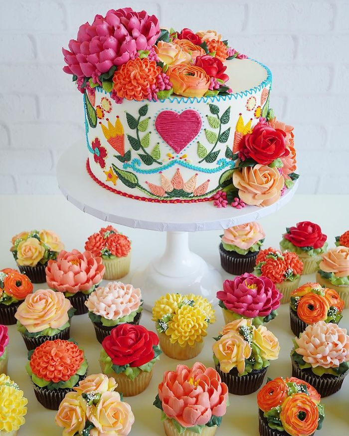 Photo of These Cakes By Leslie Vigil Look Like They've Been Decorated With Needle And Thread