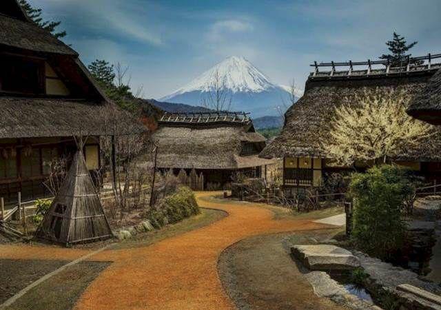 Monte Fuji desde el pueblo de Saiko. Es la cima más alta de Japón.
