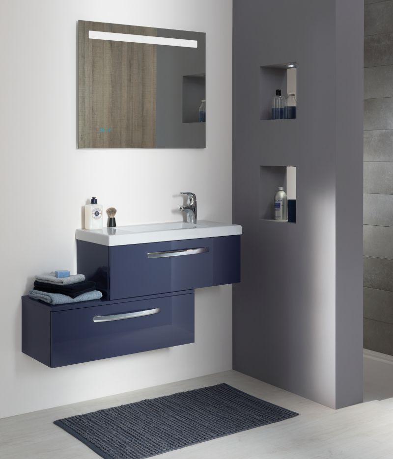 Un style contemporain pour cette salle de bain aux couleurs douces