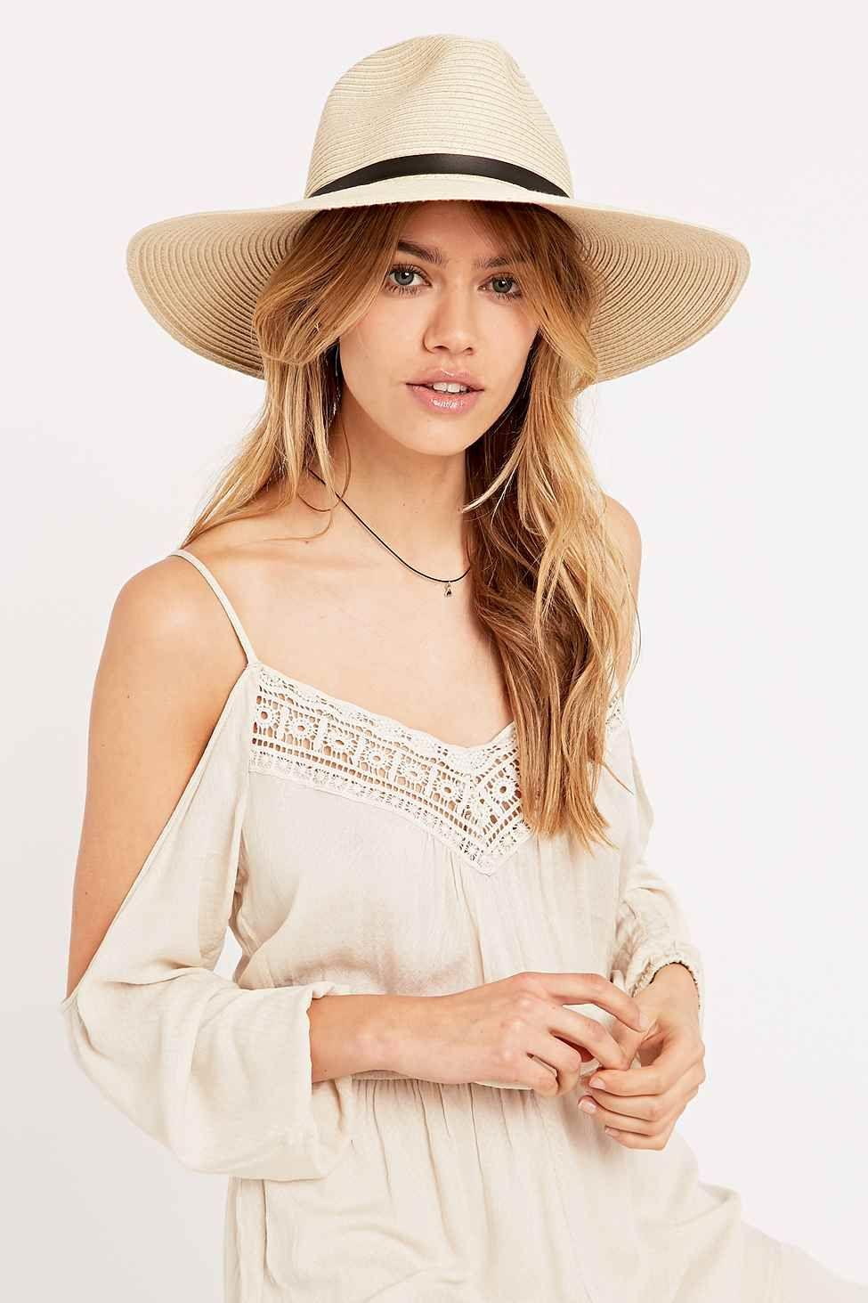 les 25 meilleures id es de la cat gorie chapeau panama femme sur pinterest chapeaux de paille. Black Bedroom Furniture Sets. Home Design Ideas