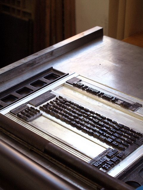 Prácticas con tipos móviles en el Taller de Tipografía by Cristina Jiménez Moya, via Flickr
