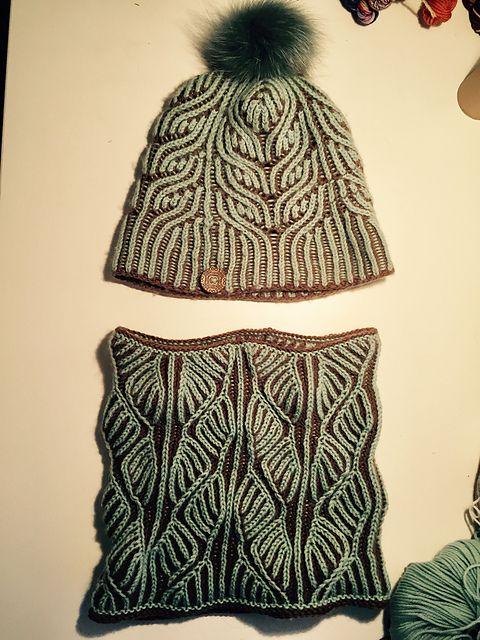 23adb55ab99 Ravelry  Project Gallery for Rhoda Brioche Cowl pattern by Mercedes  Tarasovich