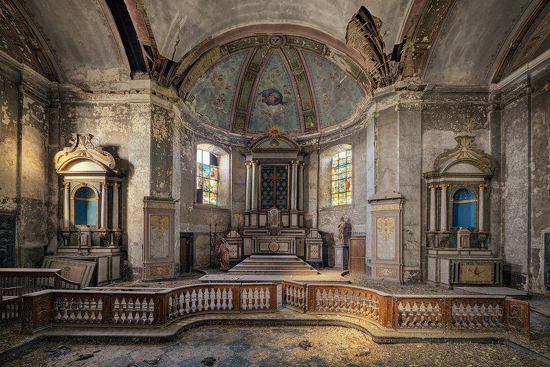 An abandoned church by kleiner hobbit