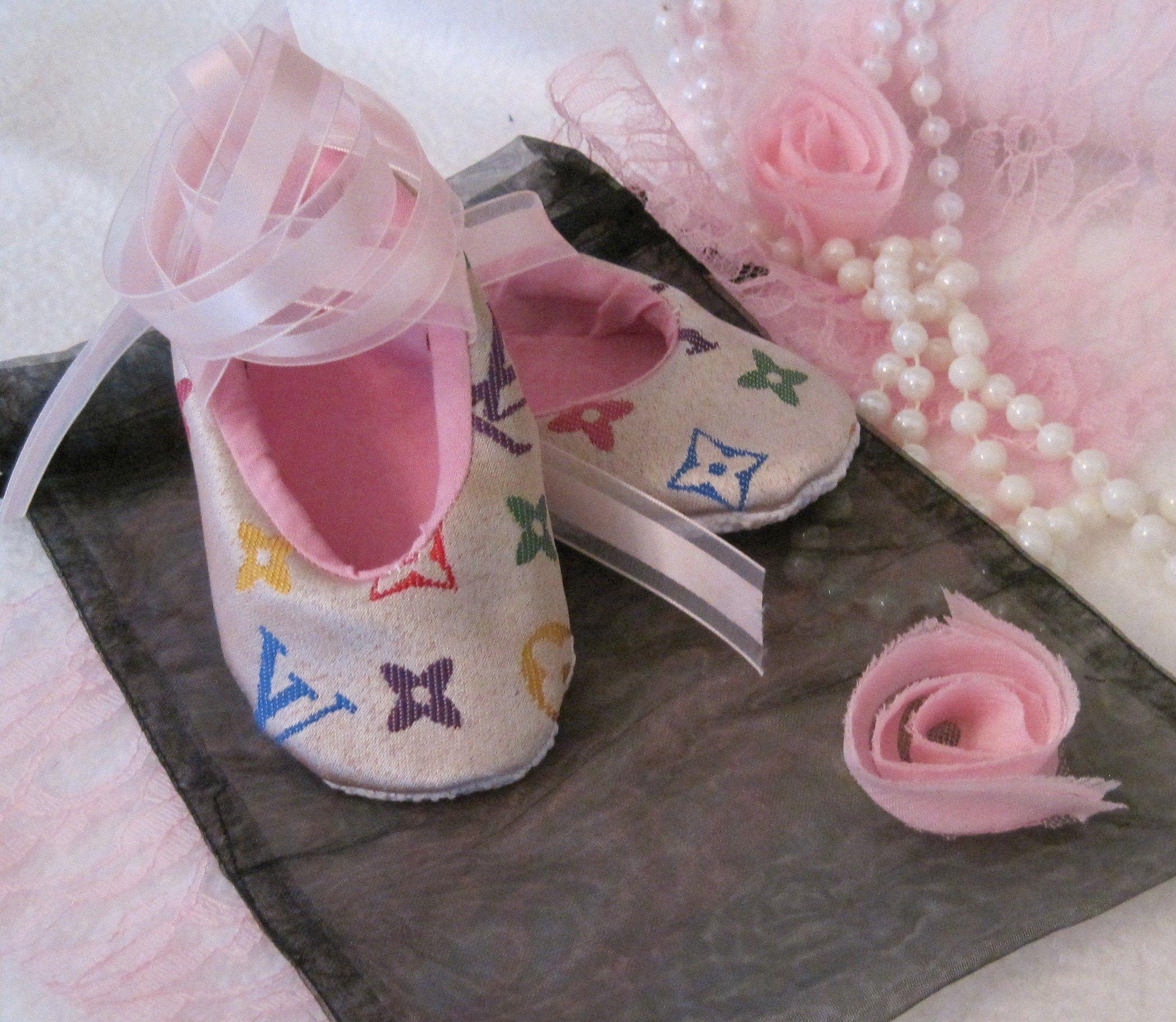 9ef658314 Zapatos De Louis Vuitton · Zapatos De Bebé, Ropa, Zapatos De Niñas  Pequeñas, Zapatos De Chicas, Tienda
