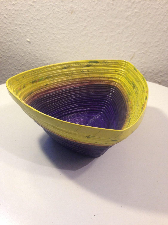 Design Schüssel aus Papier lila-gelb, Upcycling, Brot-/ Obstkorb, Handarbeit, UNIKAT von CreativiaWorld auf Etsy