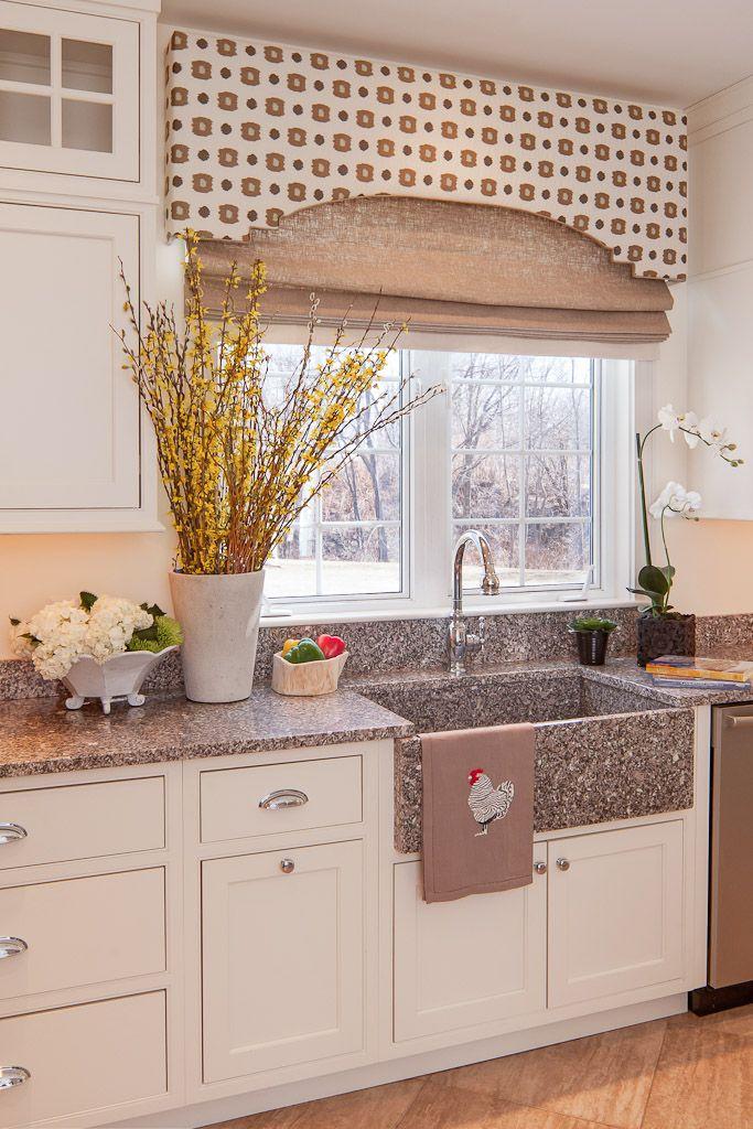 Traditional white kitchen window treatments in 2018 pinterest rideaux habillage fenetre - Habillage fenetre cuisine ...