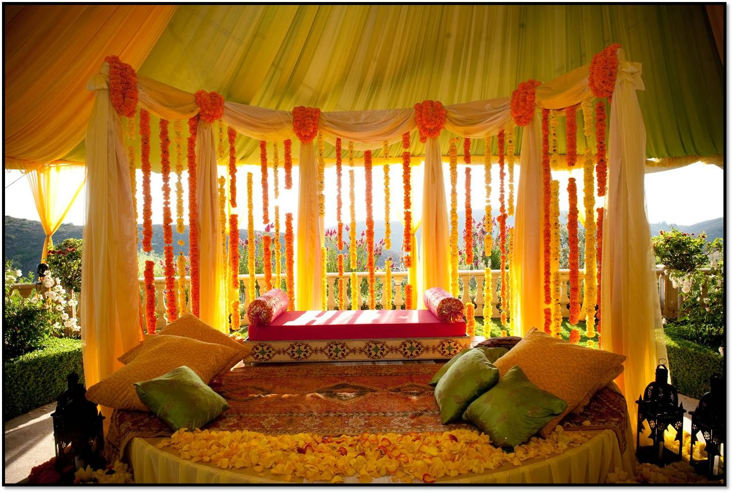Mehndi Stage Decoration Simple : Leading accessories for evocative decoration of your