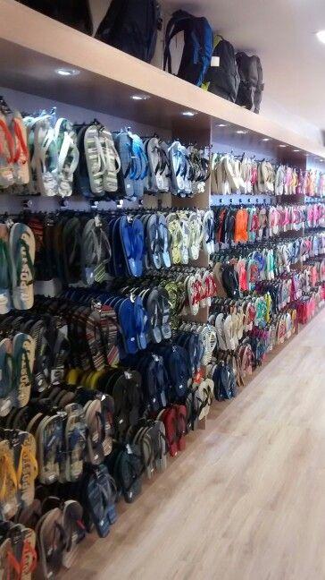 1a9a34b4c Painel em MDF para exposição de calçados em loja de sapatos, bolças e  acessórios.