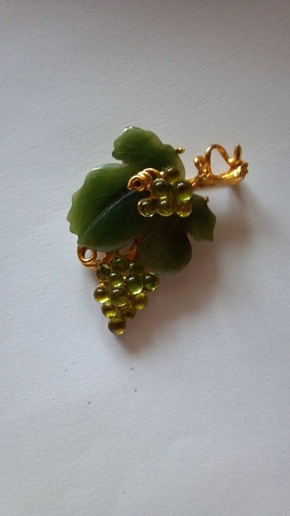 /swoboda-brooch-pin-vintage-jade-1970s