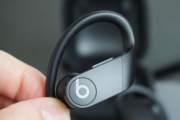How To Turn On Beats Wireless Earbuds And Pair With Iphone Techbylws Wireless Beats Beats Wireless Earbuds Beats Headphones Wireless