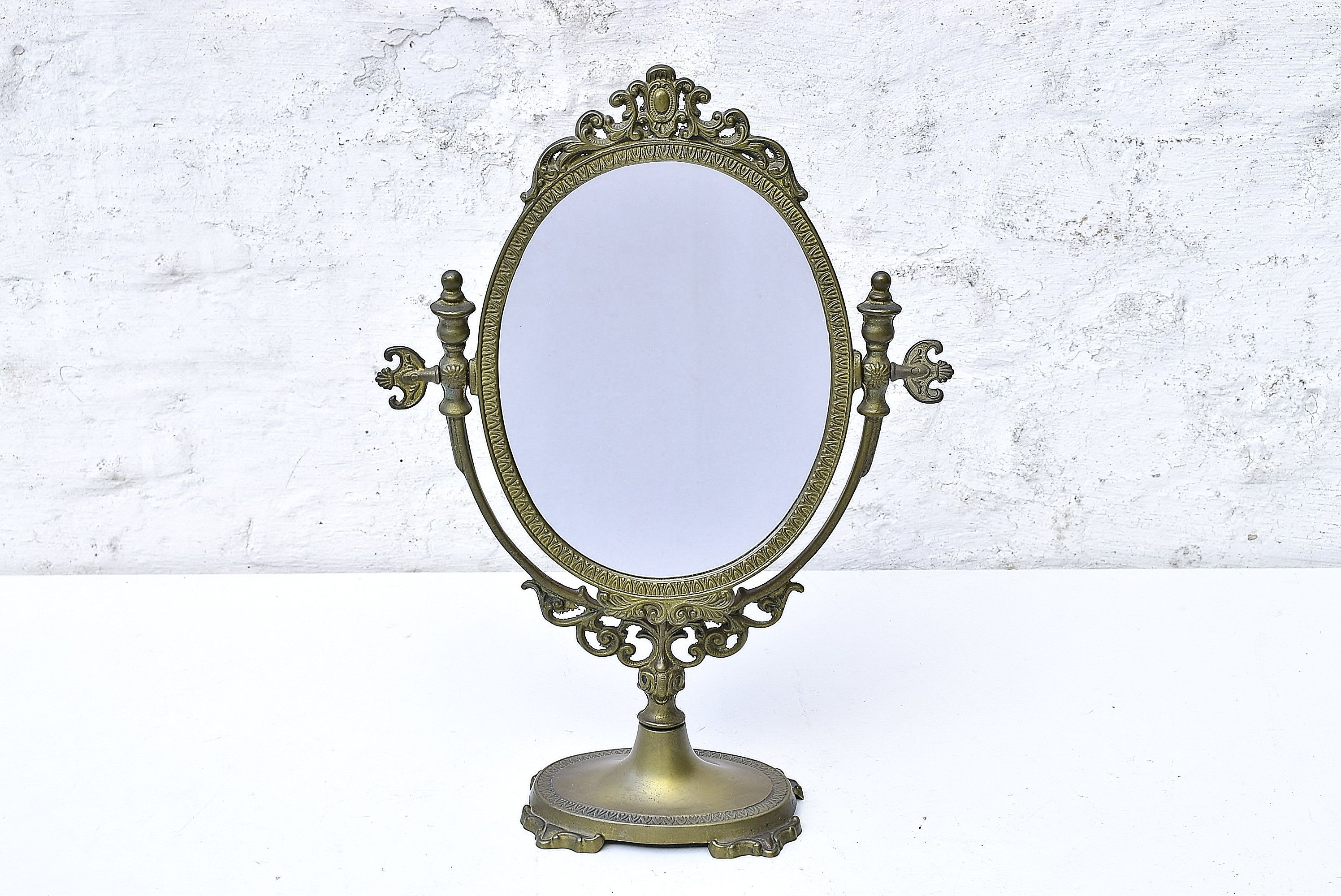 Brass Makeup Mirror Vintage French Baroque Vanity Table Top Cosmetic Mirror Girl S Best Friend Antique Ornamental Design France 1930s Cosmetic Mirror French Baroque Makeup Mirror
