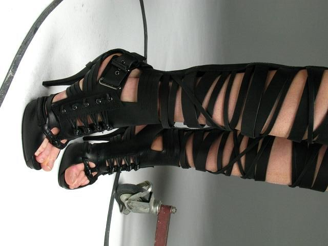 rockin heels...and it uploaded upside down?? don't know why but i've retried many times and it doesn't work. :/