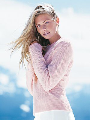 cozy cashmere thermal crew | Fashion, Cashmere, Skiing outfit