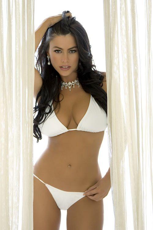 Hot girl in bikini on modern family Pin On Beautiful Women