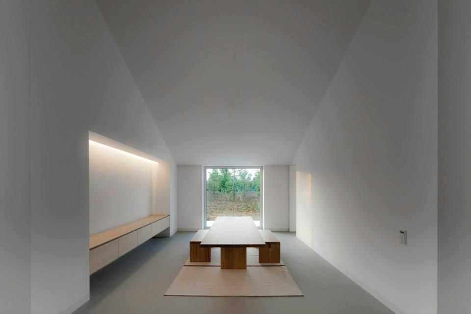 Interior of the casa del bottere by john pawson for Minimalist house los angeles