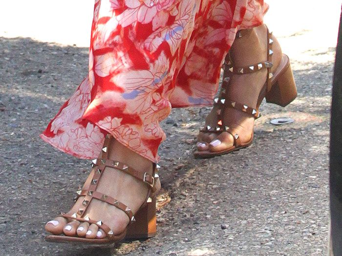 "55e2bfc45591 Closeup of the Valentino ""Rockstud"" chunky-heel sandals in tan leather"