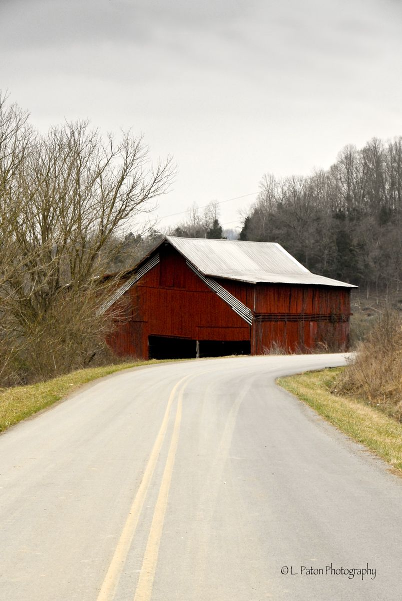 Red barn in Virginia.  copyright: L. Paton Photography 2014