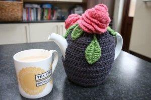 Crochet pattern for rosy tea cosy