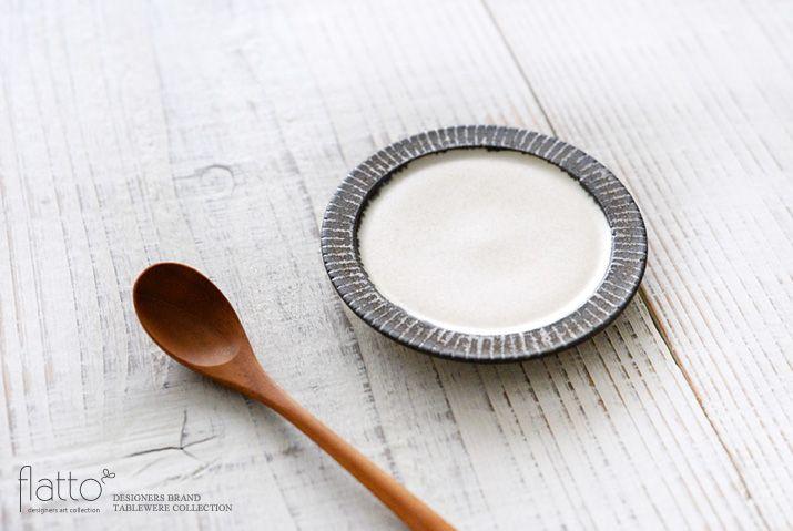 shiro-kuro 3寸皿(縁黒)/作家「トキノハ」/和食器通販セレクトショップ「flatto」#トキノハ #和食器
